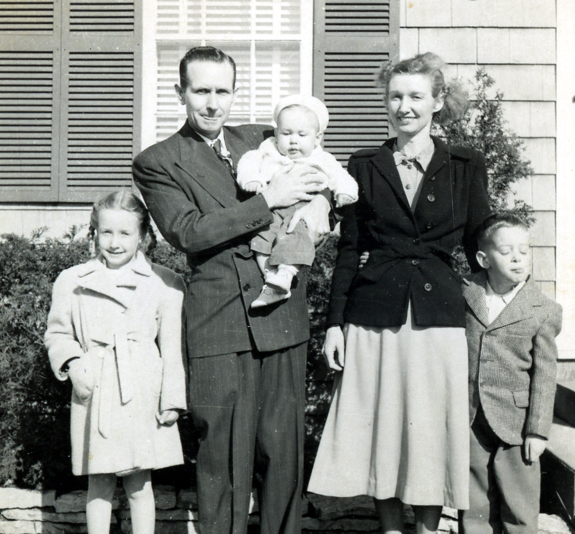 the 1950s family Families comparison essaya family is a most precious identity a person can have an individual from a noble, average or poor family can be distinguished by the character, acts, behavior, and living style.